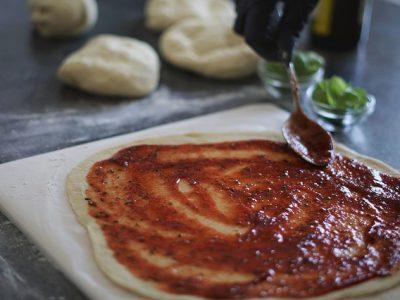 Oud Kempen Eetcafé pizza's tomatensaus